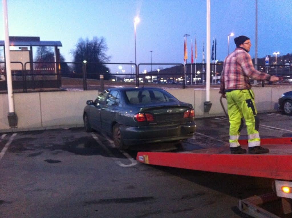Skrota bilen med ersättning i Brålanda